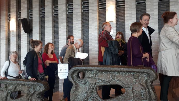 Bezoekers van de hoorzitting over de biomassacentrale in Arnhem.