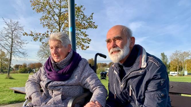 Een vakantie ging niet meer, maar Arie en Dini genieten graag even van het uitzicht langs de rivier