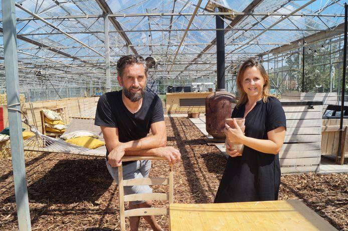 Geert Defevere en zakenpartner Isabelle Denys van B&B Buytenshuys openen donderdag Zomerstek in hartje Gits.
