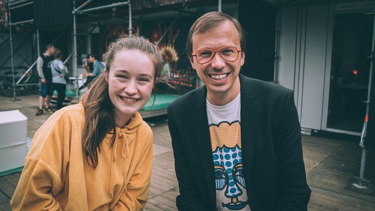 Sigrid en De Morgen-festivalreporter Ben Van Alboom. Beeld Sam Feys