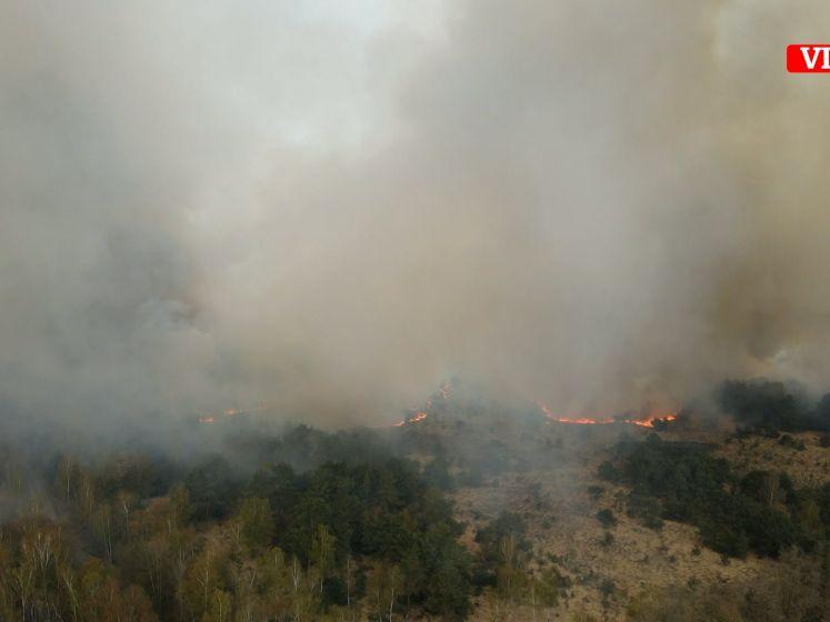 Straffe dronebeelden tonen enorme brand in natuurgebied in Brecht