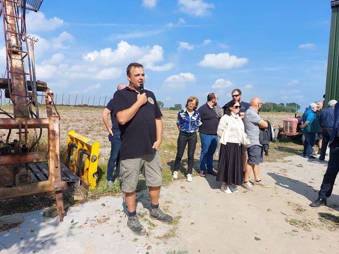 Een bezoek aan het hedendaagse familiehopbedrijf 'Belhop' van Annebel Vandenbroucke en Bart Boeraeve, het vernieuwde hopbedrijf van Paul en Daan Soenen (foto) en het eigentijdse biohopbedrijf van Joris Cambie stond op de planning tijdens 'Toeren langs Hopboeren'.