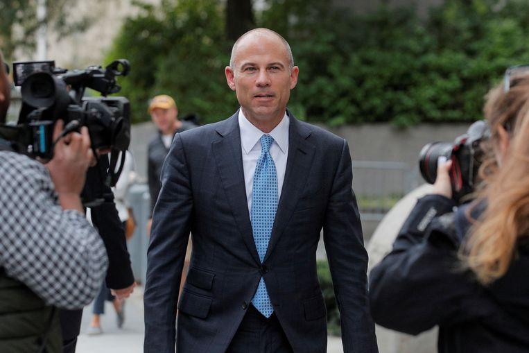 Michael Avenatti op weg naar een gerechtsgebouw in New York waar hij vorig jaar werd aangeklaagd wegens fraude. Beeld REUTERS