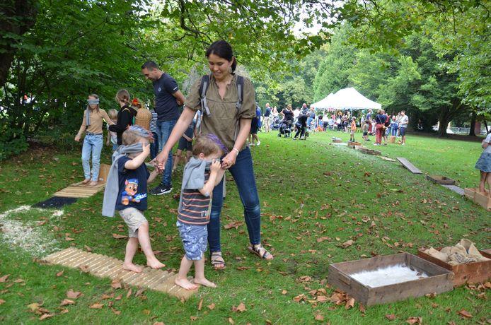 Het blotevoetenpad was een groot succes bij de jongste bezoekers.