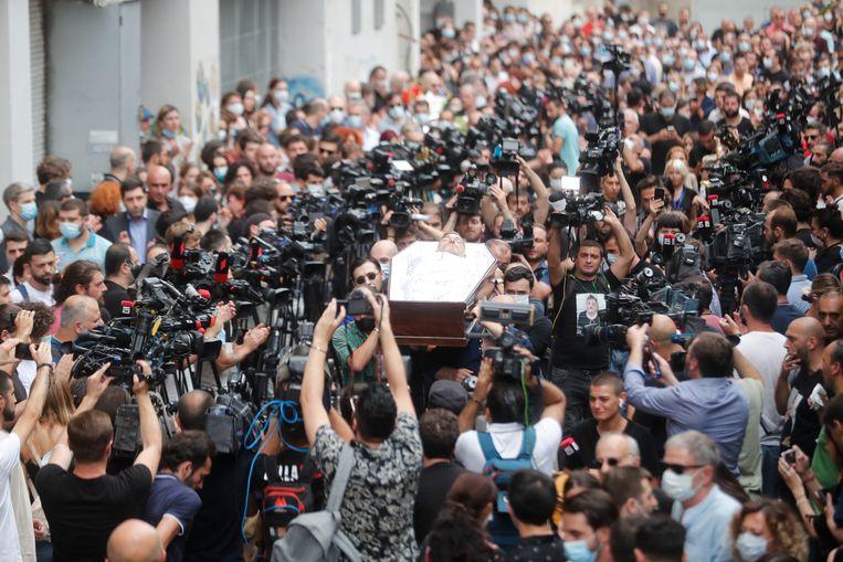Onder grote belangstelling is cameraman Lekso Lasjkarava dinsdag begraven. Beeld EPA