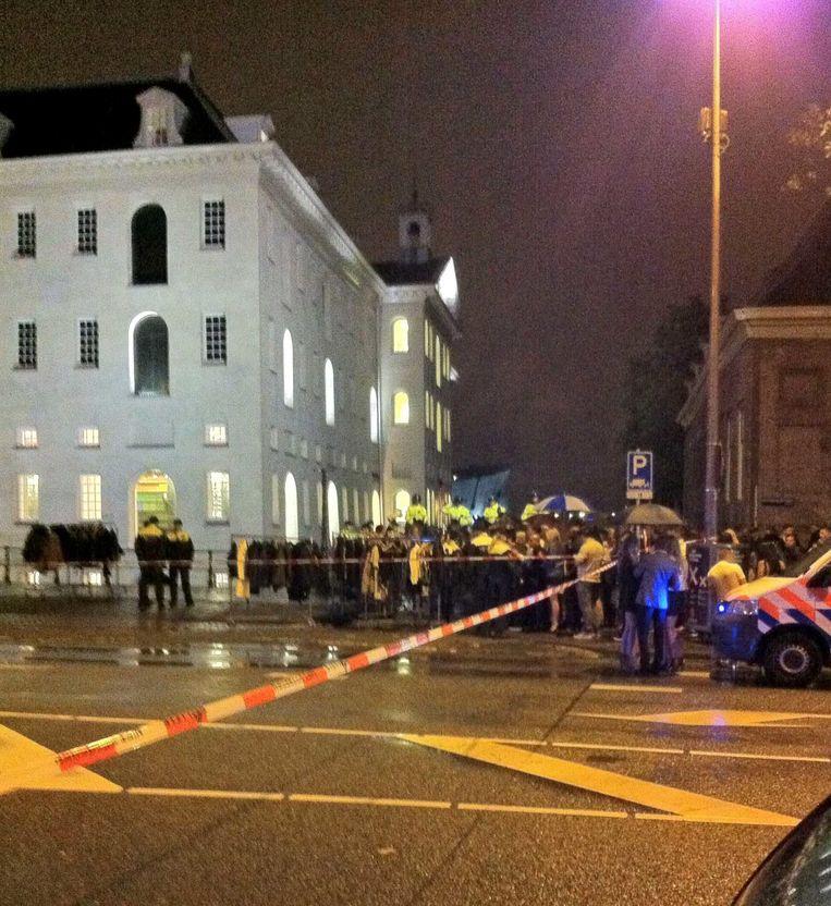Politie is ruimschoots aanwezig na de dodelijke schietpartij bij het Scheepvaartmuseum in 2013 Beeld ANP