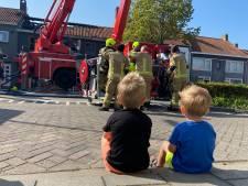 Brandweer slaat brand bij bakker Oostburg op de kop met hoogwerker