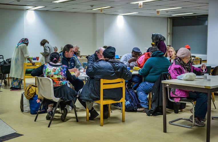 Winteropvang van daklozen in Brussel. In België leven 1,8 miljoen mensen nog steeds in armoede. Beeld Photo News