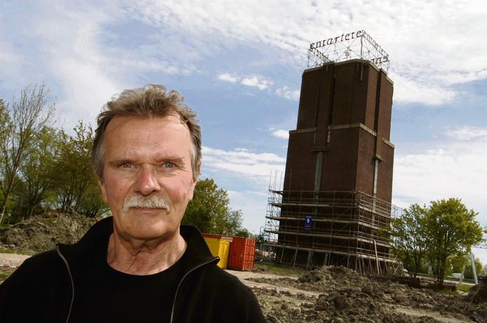 Kunstenaar Jan van Munster maakte in 2007 van het terrein rond de watertoren een IK-eiland.