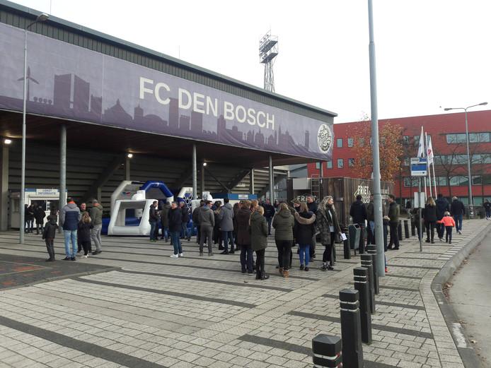 Stadion De Vliert, vlak voordat de wedstrijd FC Den Bosch - Excelsior begint.