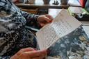 Nel van Gaans-Muhren leest de brief van oom Piet nog regelmatig en wordt er steeds door gegrepen. 'Zo'n rotsvast geloof in God. Ongelofelijk'.