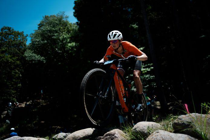 Anne Terpstra traint op de olympische baan.