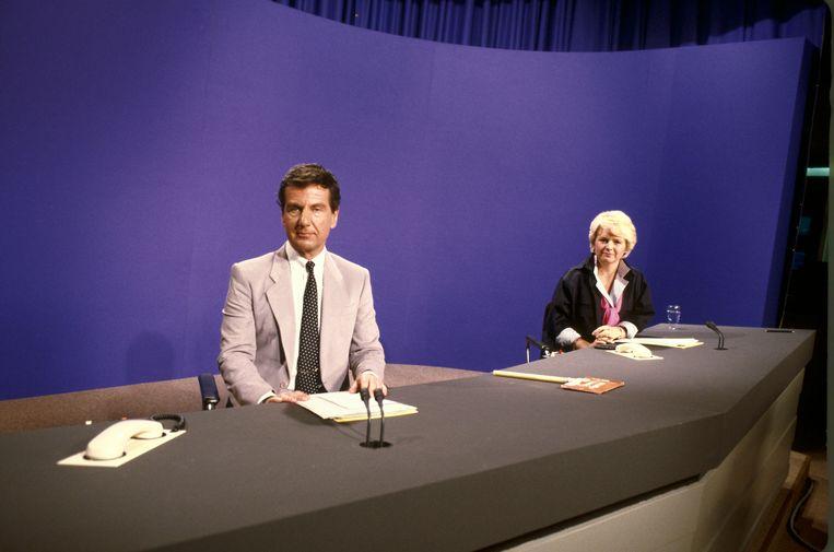 Fred Emmer (links) was meer dan twintig jaar het gezicht van het NOS journaal.