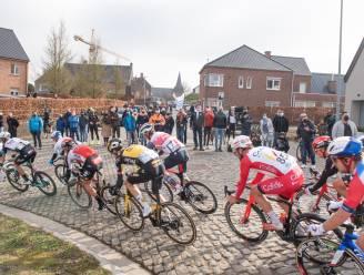 Niemand op de Haaghoek, maar toch wat supporters verderop om renners in de Omloop aan te moedigen