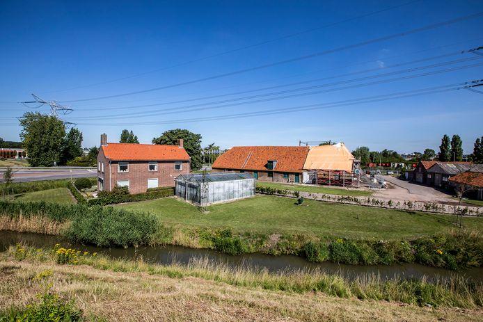 Boerderij de Vlietwoning in Naaldwijk wordt momenteel gerestaureerd.