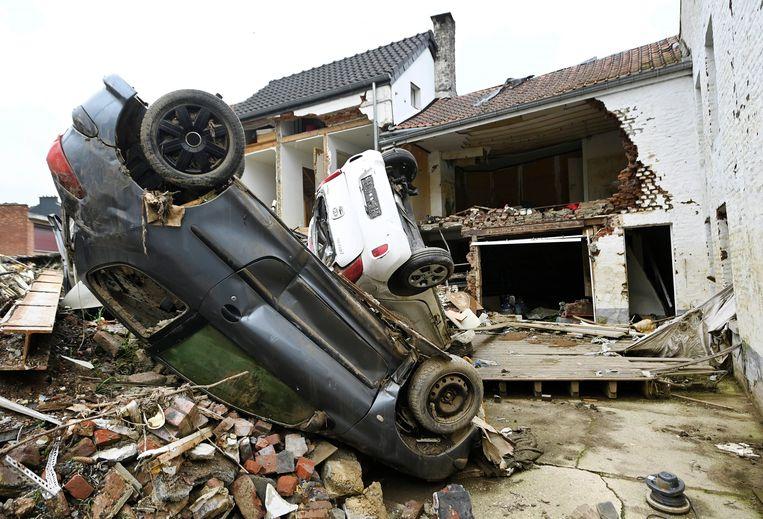 Ravage in Pepinster, een maand na de overstromingen. Beeld Photo News