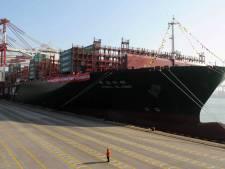 Storm houdt containerschip buitengaats