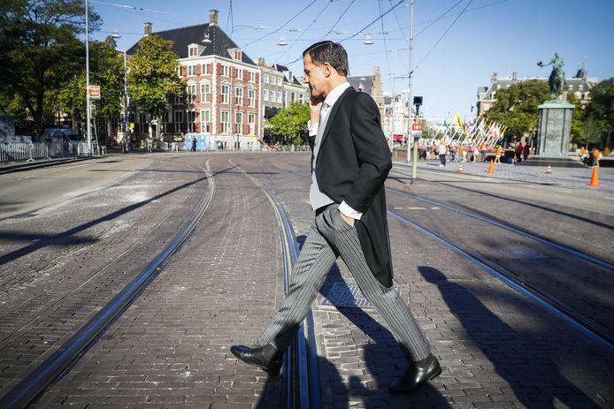 Wie belt met de overheid moet een 'gewoon mens' aan de lijn krijgen, vindt minister-president Rutte