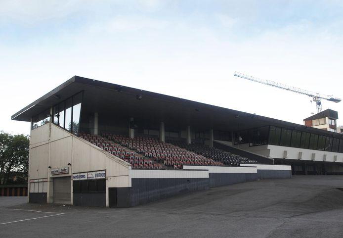 Deze tribune wordt daags na Waregem Koerse afgebroken.