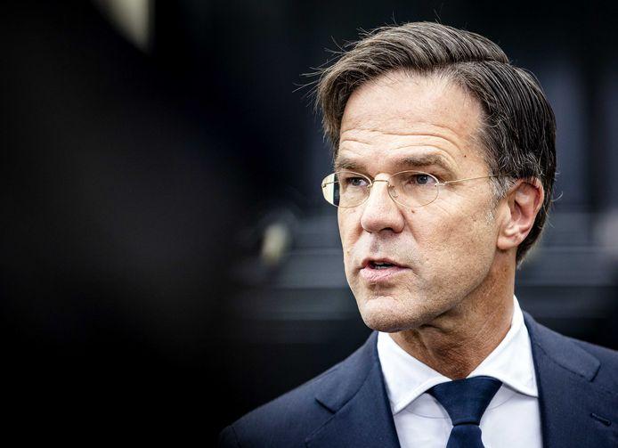 Mark Rutte (VVD) staat de pers te woord.