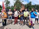Het Comité D'Hoppe Natura 2000 La Houppe organiseerde de tocht. Filip De Bodt van Climaxi staat derde van links.