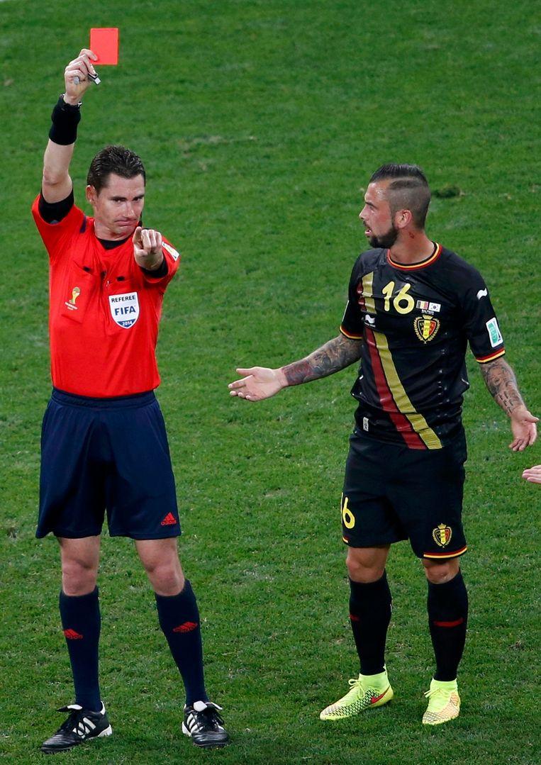 Op het WK in Brazilië kreeg Steven Defour een rode kaart in de wedstrijd tegen Zuid-Korea. Beeld REUTERS