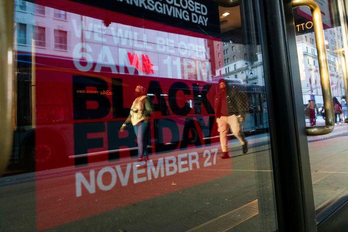 Black Friday promotie in een winkelstraat in Manhatten, New York.
