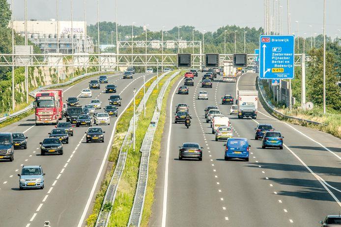 Het is weer drukker op de snelweg, zoals hier op de A12 bij Zoetermeer