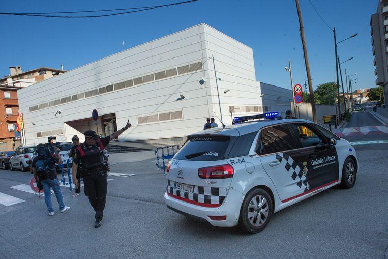 De politie is wel aanwezig in de straten van Barcelona.  Beeld EPA