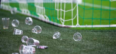 Gudde over gooien met bierbekers: 'Ophangen netten zou oplossing kunnen zijn, maar liever niet'