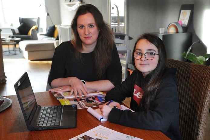 Groep 8-leerling Reza Simmelink en haar moeder Annemiek Engelen uit Middelburg.