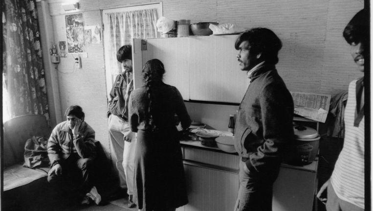 1989: Tamil-asielzoekers uit Sri Lanka. De pensions waar ze opvang kregen, waren vaak brandgevaarlijk of te klein. Beeld Jan Everhard, HH