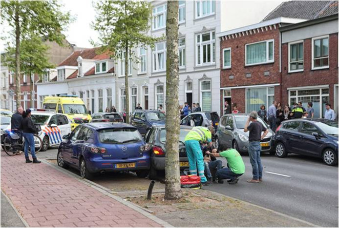 Een van de vele ongelukken op de verkeersroute vanaf kruispunt De Vier Winden richting de Van Konijnenburgweg.