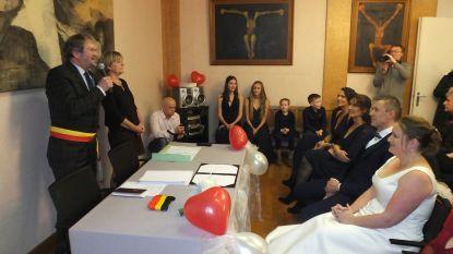Johan Cornelis (CD&V) voltrekt laatste huwelijk als burgemeester van Nevele