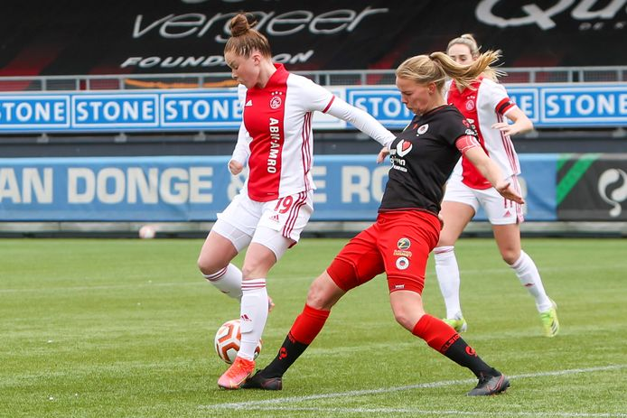 Nidia Bos in actie namens Excelsior.
