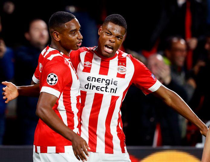 Pablo Rosario (links) viert zijn goal tegen Inter met Denzel Dumfries.