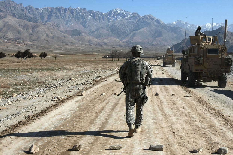 Archiefbeeld van 11 januari 2010. Een Amerikaanse soldaat in de buurt van Bagram, op zo'n 60 kilometer van Kabul. Beeld AFP