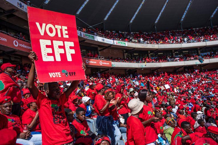 Een partijmeeting van de Economic Freedom Fighters (EFF) in Soweto. Beeld EPA