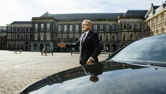 Pieter van Vollenhoven arriveert op het Binnenhof als adviseur voor initiatiefvoorstel Wet Huis voor klokkenluiders