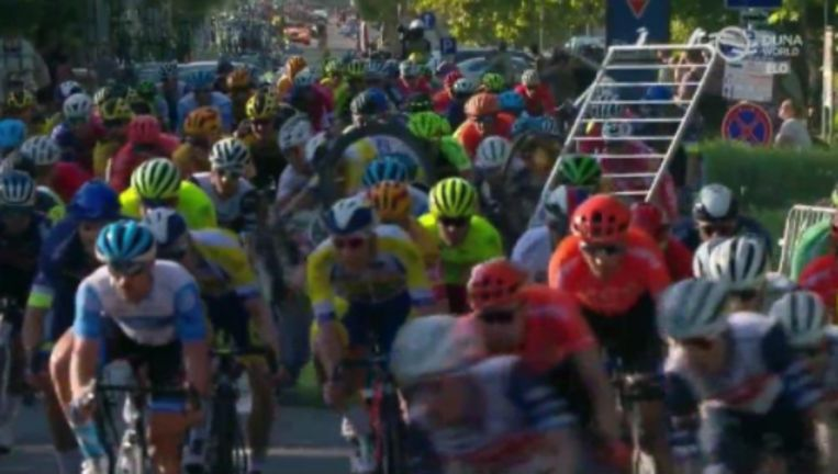 O esmagamento de barreiras ao redor causou danos no Tour da Hungria.