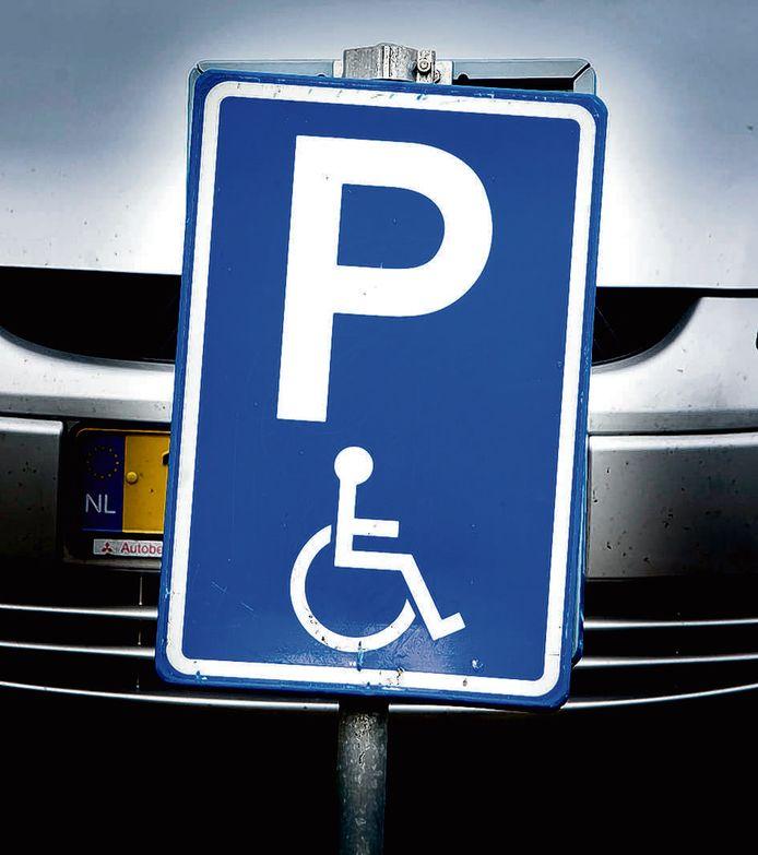 Komt bij dit bord in Utrecht ook het boetebedrag voor wie hier er zonder vergunning parkeert?