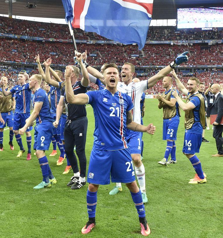 IJsland viert het behalen van de achtste finale. Beeld ap