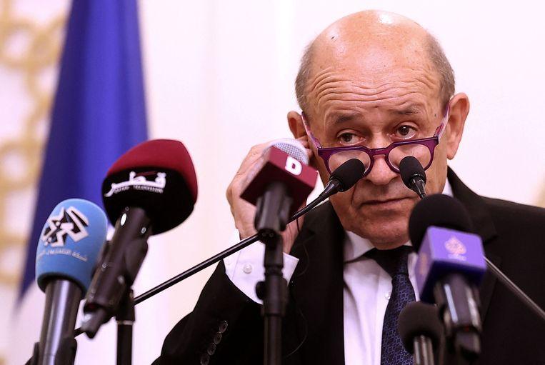 De Franse minister van Buitenlandse Zaken, Jean-Yves Le Drian, kondigde de terugtrekking van de ambassadeurs aan in een geschreven verklaring. Beeld AFP