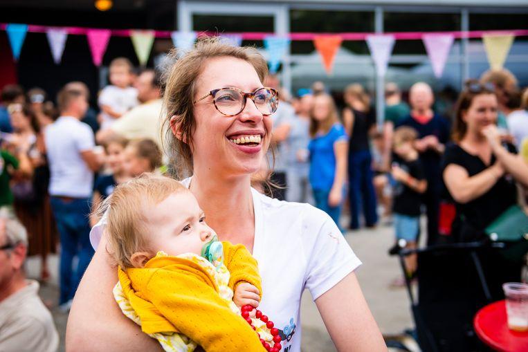 Pia en mama Ellen De Meyer. Beeld Photo News