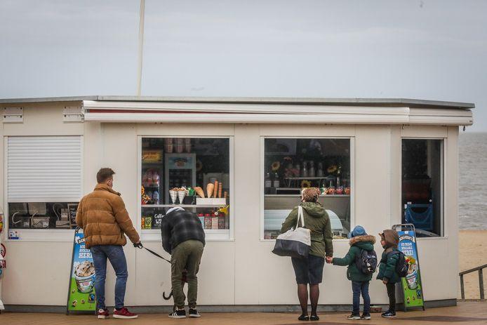 Wie aan raamverkoop doet in Knokke-Heist, moet verplicht vuilnisbakken plaatsen. (illustratiebeeld)