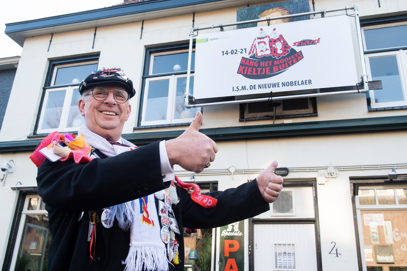 s. René Starink maakt bij café De Klomp de plannen voor het Mami-spektakel 2021 bekend.