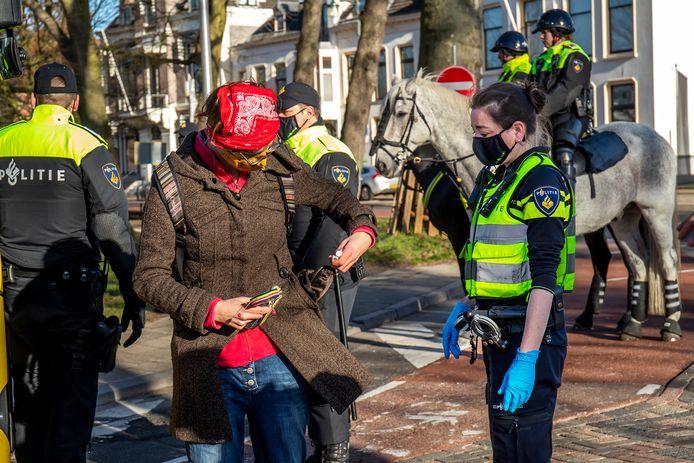 Het aantal demonstraties groeit 'explosief', zegt burgemeester Dijksma. De vele mensuren kunnen niet aan andere zaken worden besteed.