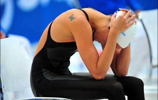 """Dans """"Le Coach"""", Laure Manaudou joue son propre rôle, une nageuse à la dérive qui tente de renouer avec le succès."""