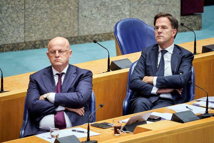 Premier Mark Rutte en minister Ferdinand Grapperhaus van Justitie en Veiligheid (CDA) in de Tweede Kamer tijdens het debat over institutioneel racisme in Nederland.