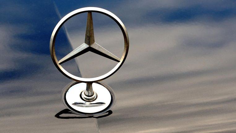 Ron Galiart verkocht auto's en motoren van zijn zoon Patrick, waaronder een Mercedes. Beeld afp
